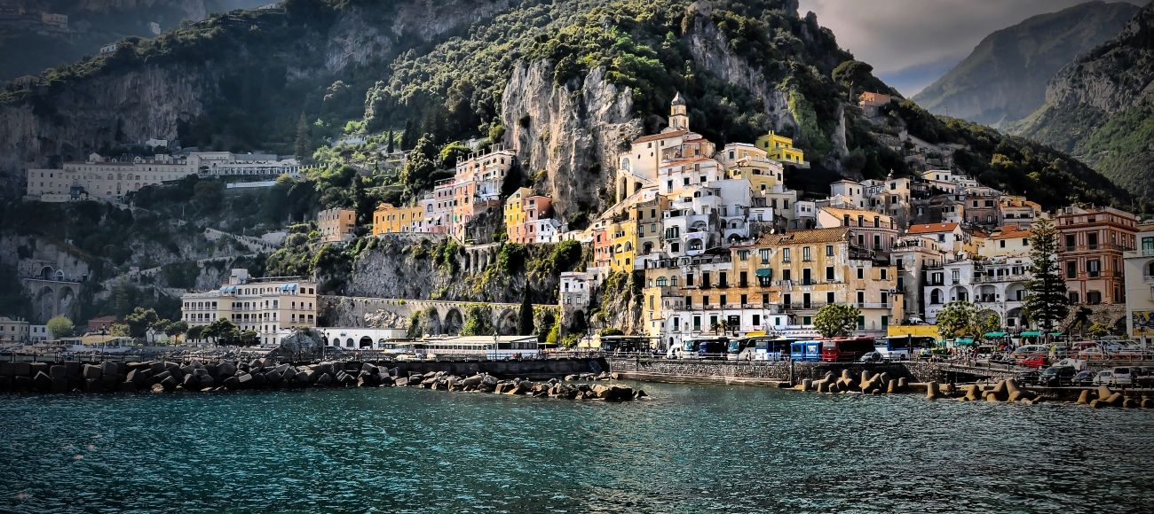 Amalfi capital of its marvellous coast. Visit the town on a transfer tour from Florence with stop in Orvieto